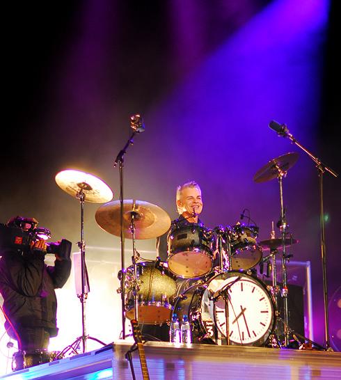 Grunden til at vi hører Sven Gaul på trommer, er at han ka' li' det, lød Steffens præsentation